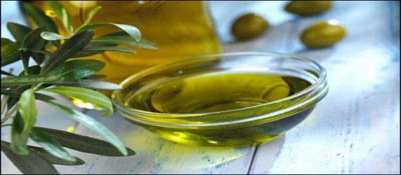 چگونه روغن زیتون به قلب شما کمک می کند ؟  قبل از اینکه قلب شما از فواید روغن زیتون برخوردار گردد ، چند غذای انباشته از روغن زیتون را باید مصرف کرد ؟  حتی بعد از صرف یک غذا امکان دارد بدن شما از فواید روغن زیتون بهره مند شود .